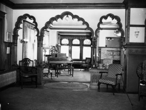 Moorish_arched_between_music__drawing_rooms 1948 Living Room
